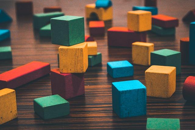 des joues, blocs en bois montessori